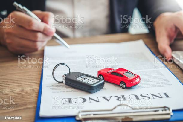 AUTO AND CONNECTED VEHICLE INSURANCE: BETWEEN CREATION AND DESTRUCTION OF VALUE